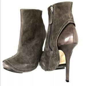 CAMILLA SKOVGAARD STILETTO HEEL ANKLE BOOT 39/8.5